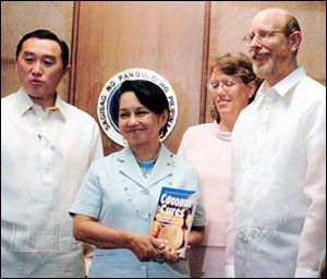 Philippine president Gloria Macapagal-Arroyo with Agriculture Secretary Arthur Yap acknowledges the efforts of author Bruce Fife (with wife Leslie) in promoting the health benefits of coconut.